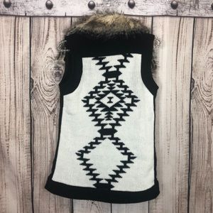 🥑4/$22🥑Thread & Supply Fur Collar Tribal Vest S